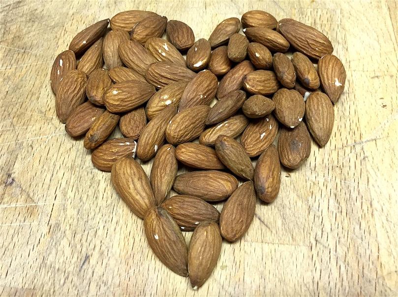 cholesterol-reducing-almonds